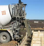 Как заливают бетон с помощью миксера