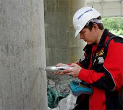 Проверяется прочность бетона опор