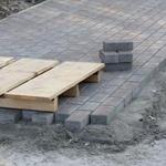 Преимущества укладки тротуарной плитки на бетонное основание