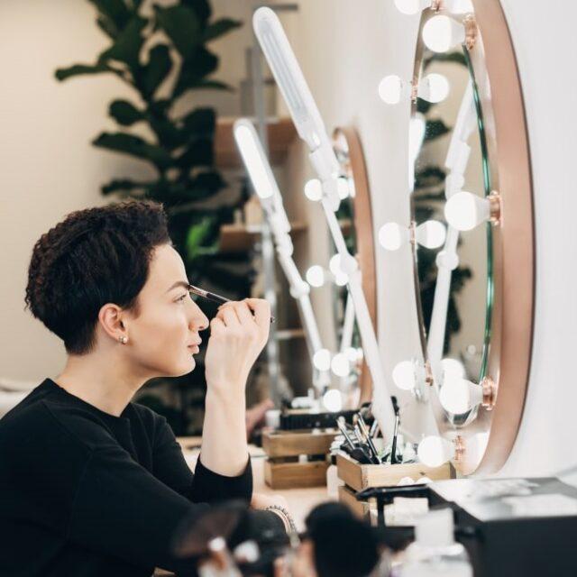 какое зеркало с подсветкой